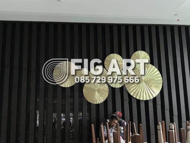 Hiasan Dinding Kuningan Hotel Horison Semarang