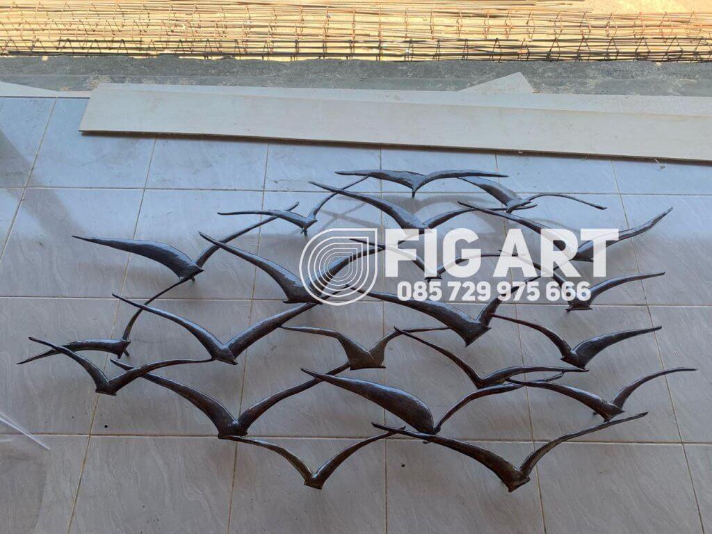 wall art kuningan burung