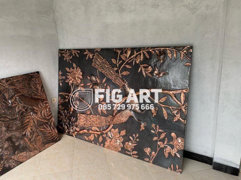 hiasan dinding relief tembaga
